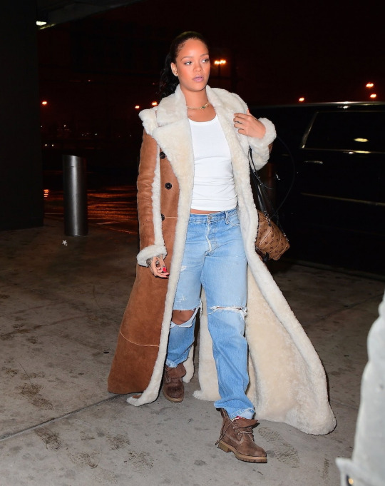 0-rihannas-jfk-airport-chloe-reversible-shearling-coat-louis-vuitton-palm-spring-backpack-and-timberland-heritage-boots