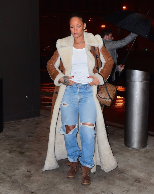 rihannas-jfk-airport-chloe-reversible-shearling-coat-louis-vuitton-palm-spring-backpack-and-timberland-heritage-boots