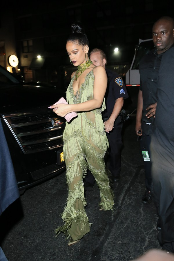 2016-vmas-after-party-looks-rihanna-the-dolls-house